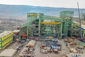Cimentación, construcción y montaje en la ampliación de operaciones de la mina de hierro Shougang