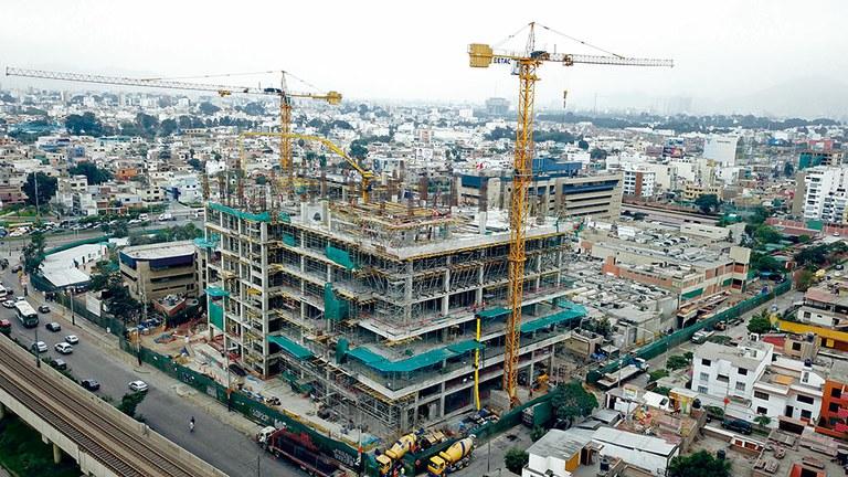 Construcción de la moderna Torre Esperanza del INEN