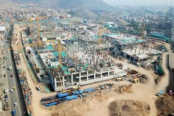 Más de 2.000 toneladas en equipos de encofrado y andamios para Real Plaza Puruchuco